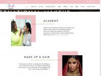 glossnglass.com